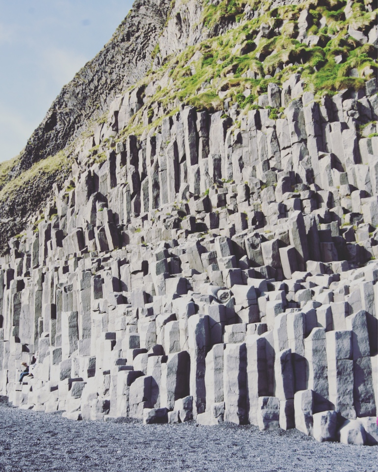 Nature creates the most amazing patterns especially at Reynisfjara, 38 photos to visit iceland from the wandering darlings